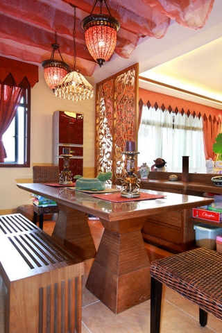 绚丽色彩东南亚住宅欣赏餐厅设计