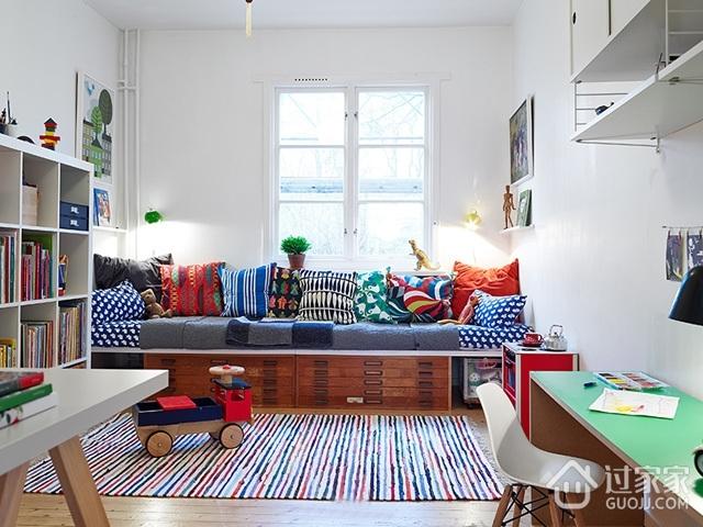 坐拥书墙的宜家两居室欣赏