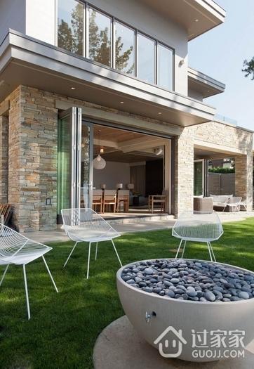 湖畔度假现代别墅欣赏花园