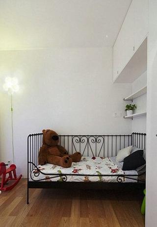 白色简约案例欣赏婴儿房