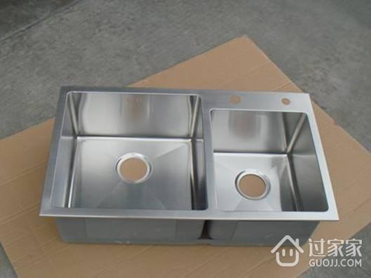 建议定厨房橱柜时,要提前考虑好水槽尺寸