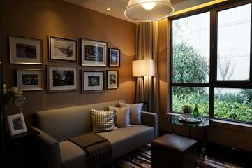 新古典低调样板间欣赏客厅照片墙