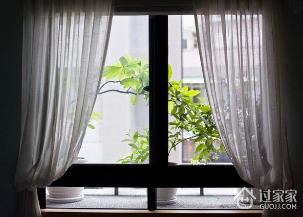 简约温馨三居室案例欣赏卧室窗户
