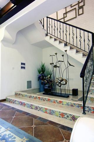 地中海风样板房效果楼梯设计