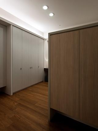 简约风格设计住宅衣柜