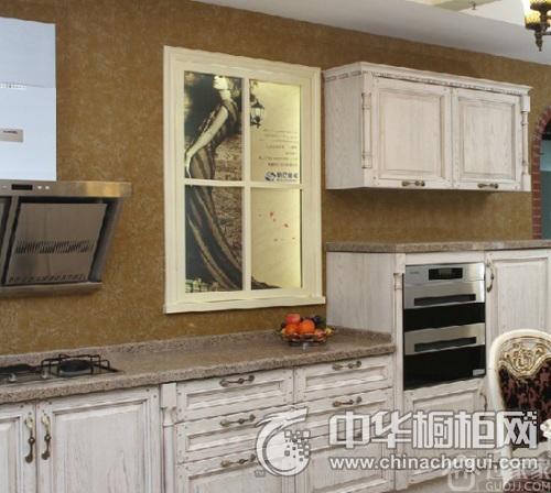 清新实木橱柜设计案例 打造浪漫田园风格厨房装修