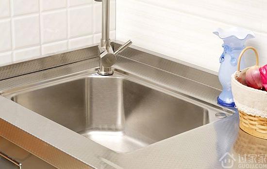 单盆水槽与双盆水槽选择哪个好 根据以下几个情况挑选就没错