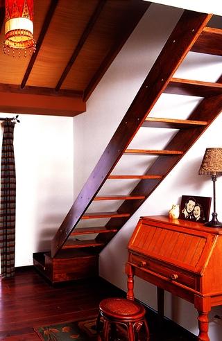 东南亚别墅装修楼梯设计效果