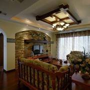 美式乡村大四居欣赏客厅吊顶设计