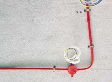 布线检查须看清水电路的布线是否符合规范,包括水管的距离,位置,走向