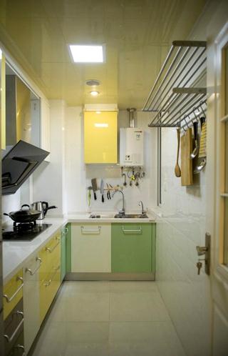 简约多彩两居室欣赏厨房橱柜