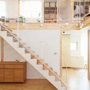 67平日式风格别墅欣赏楼梯间