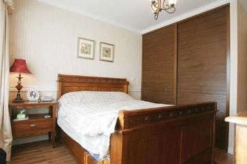 72平美式乡村两居室欣赏卧室衣柜
