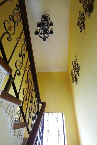 155平混搭别墅欣赏楼梯效果