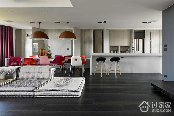 巧妙色彩搭配的复式一居室公寓设计