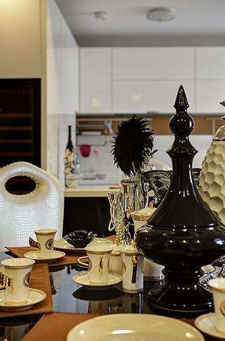 新古典雅致三居欣赏餐厅餐桌