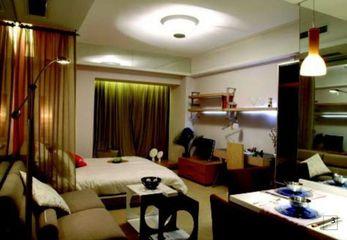 30平米单身公寓装修样板 鲜明色彩与玻璃分隔创造宽敞空间