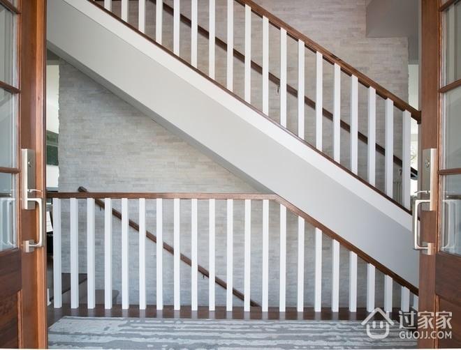 白色北欧158平别墅欣赏楼梯间