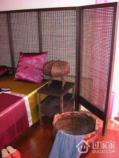东南亚复式卧室物品陈设