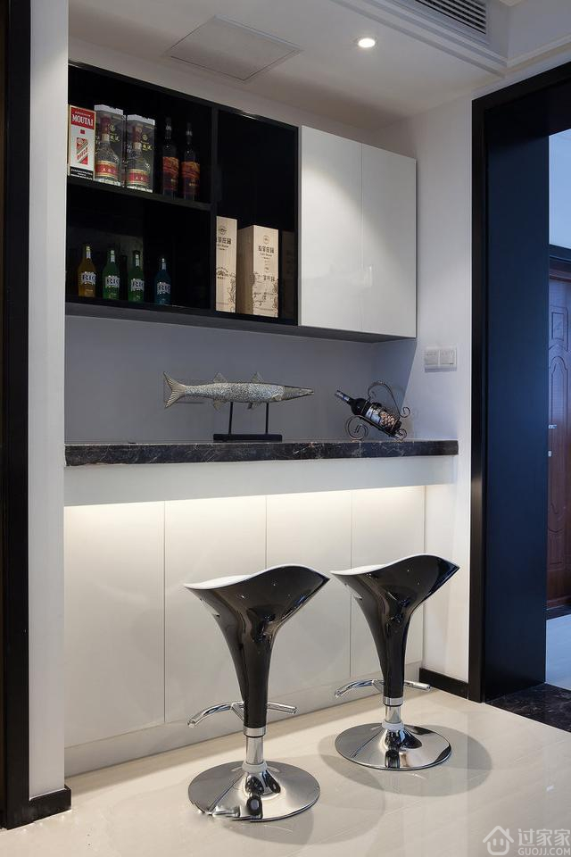 140平现代风格的三居室,头一次见到客厅这样设计,我也要装一个!