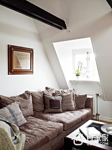 个性黑白阁楼住宅欣赏客厅窗户