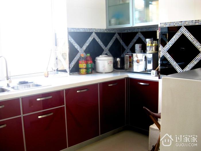 72平现代两居室欣赏厨房橱柜设计
