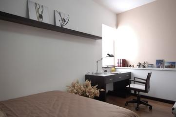 现代风格装修效果图卧室书桌