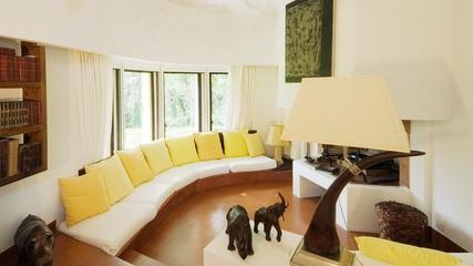现代优雅两居室欣赏客厅窗帘