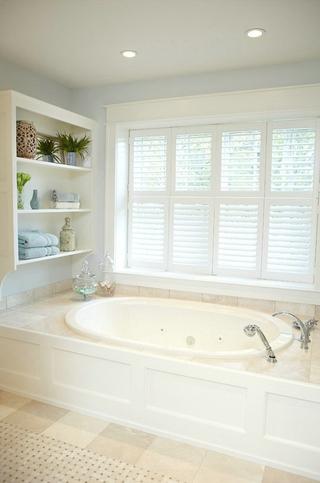 白色美式风四居室欣赏卫生间窗帘