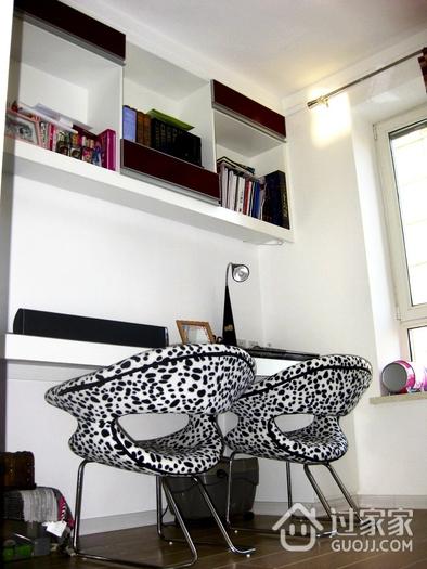 72平现代两居室欣赏书房书架