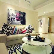 新古典风沙发背景墙挂画