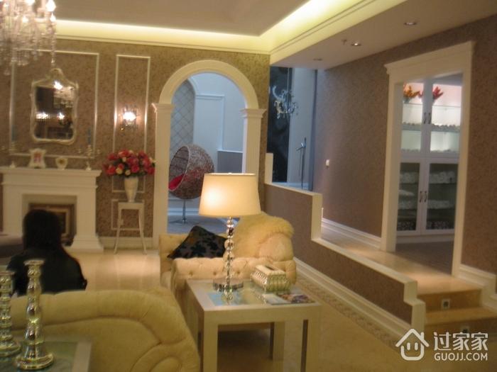 新古典设计风客厅圆形拱门隔断