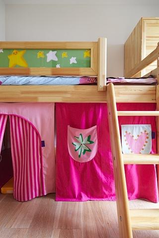 新中式风格质朴三居欣赏儿童房摆件