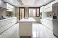 白色开放式厨房