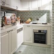 纯白简单的厨房橱柜装修