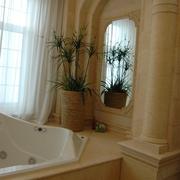 欧式风格样板房浴缸花艺摆设