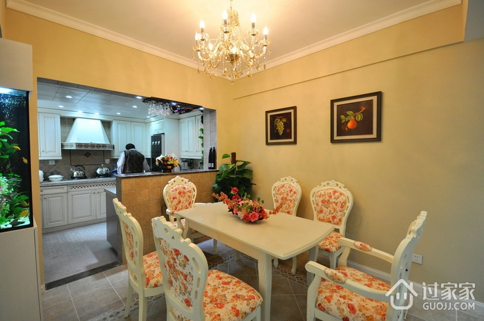 102平美式三居室欣赏餐厅餐桌