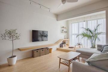 把阳台抬高15公分,与客厅相连,这样空间大了好多!