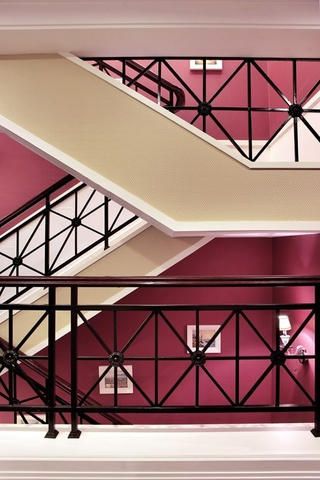 奢华复古欧式别墅欣赏楼梯间