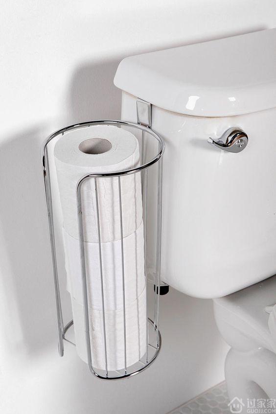 卫生间东西不知道往哪放?在马桶上放个置物架轻松解决