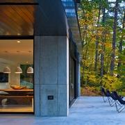 与森林呼应的现代风格欣赏过道