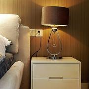 打造温馨环境 简约风卧室床头灯装饰图
