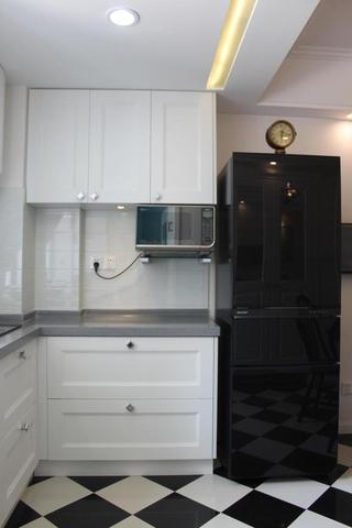 98平美式三居室欣赏厨房吊顶