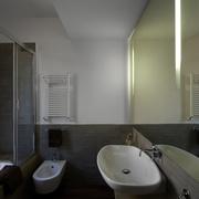 现代风格公寓设计图卫浴间