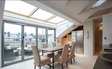 白色现代阁楼设计案例欣赏餐厅室内门