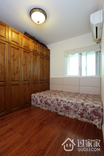 美式风三居室雅居欣赏卧室衣柜设计
