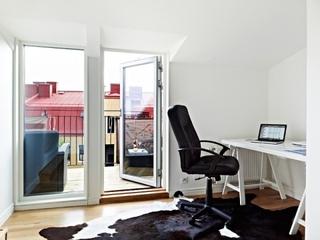 个性黑白阁楼住宅欣赏客厅室内门