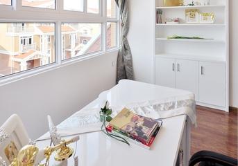 118平白色简欧住宅欣赏书房窗户