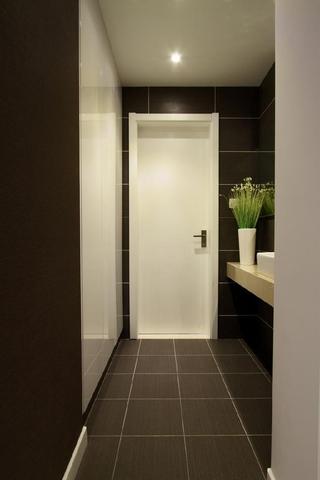 干练简约三居欣赏卫生间室内门