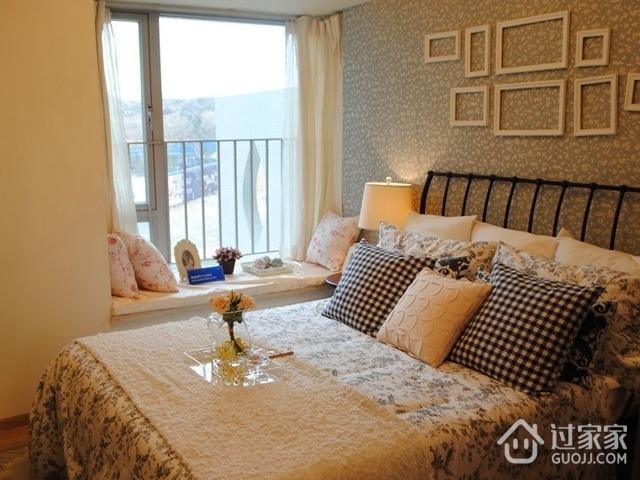 70平简约两居住宅案例欣赏卧室飘窗